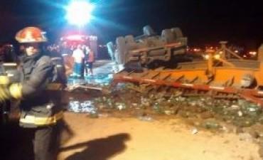 General Roca: Choque entre dos camiones por alcance en autopista con el fallecimiento de un joven de 17 años