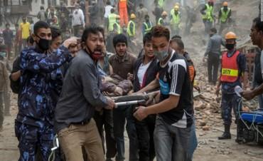 Son más de 4 mil los muertos por el sismo en Nepal