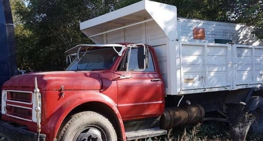 Se agranda el parque automotor, el municipio adquirió un viejo camión