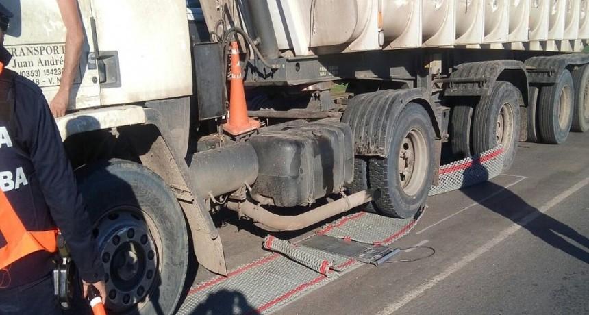Camionero rompió alfombra de pesaje para transportes en ruta 11