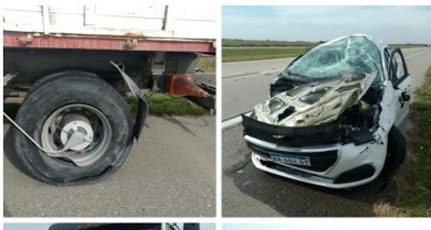 BALLESTEROS: ACCIDENTE ENTRE AUTO Y CAMIÓN EN AUTOPISTA