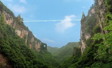El puente de cristal más largo del mundo se inaugurará en China