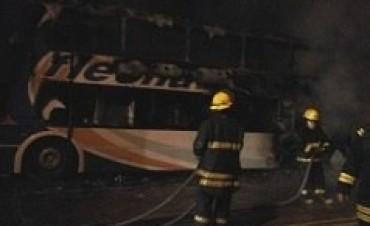 Se incendió un colectivo en Cañada de Gómez