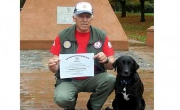 Camila, la perra que halló los cuerpos de los tripulantes del avión caído en el Delta