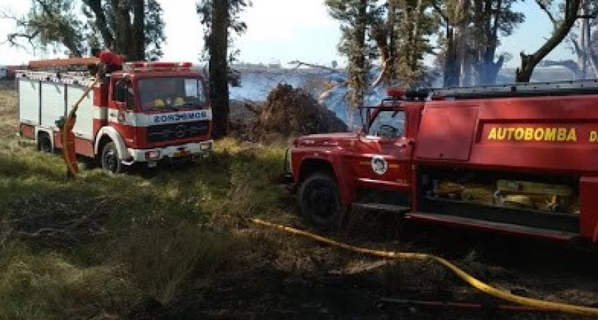 Bomberos Voluntarios de Marcos Juárez y Saira trabajaron por 5 horas en incendio rural