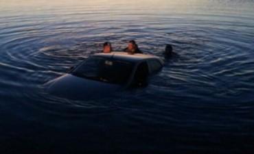Se olvidó de poner el freno de mano y el auto fue a parar a Mar Chiquita