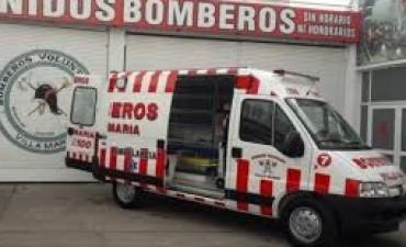 Volcó un auto por un choque en bulevar Sarmiento y la vías