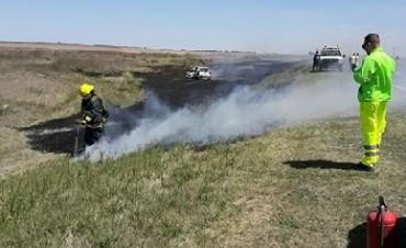 Dos personas lesionadas tras volcar e incendiarse su auto en ruta 7