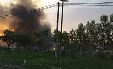 Voraz incendio en un depósito judicial de vehículos en Villa María