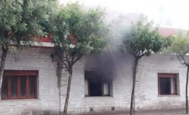 Un rayo provocó un incendio en la oficina del intendente de Villa Huidobro