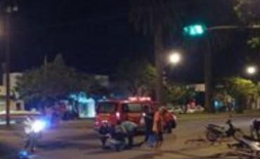 Dos conductores lesionados al chocar una moto y una bici