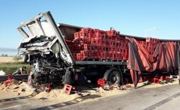 Triple choque de camiones en San Marcos Sud: un muerto