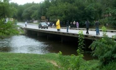 Una adolescente fue rescatada del río Anisacate tras ser arrastrada por la crecida