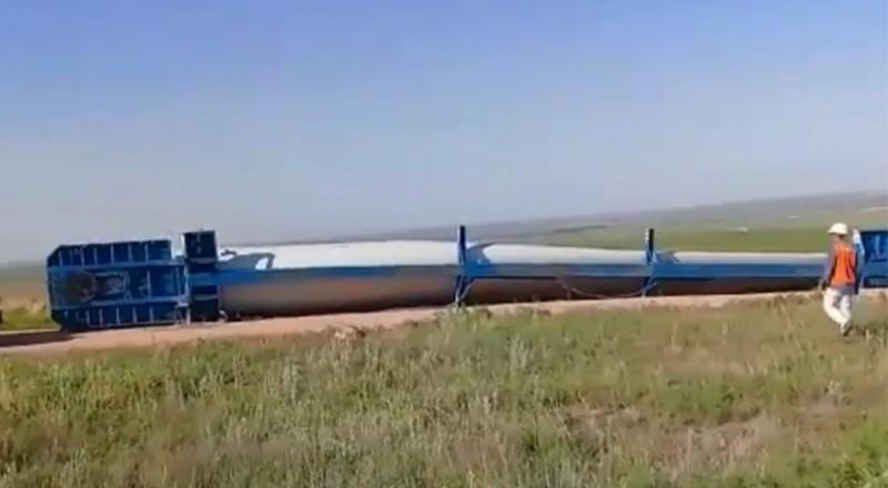 Achiras: la primera hélice para el Parque Eólico fue tumbada por el viento