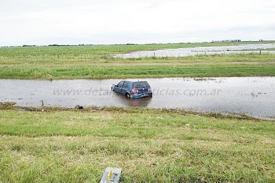 Accidente en Autopista en el km 486, un VW Gol se despistó