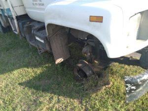 Accidente en autopista en Leones, a un camión se le desprendió una goma que impactó contra una moto conducida por un marcosjuarense