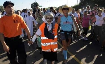 Promesa cumplida: a los 91 años caminó 83 días y llegó a Luján