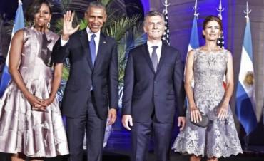 Obama en Argentina Compartir en FacebookCompartir en Twitter Los presidentes de EE.UU. y Argentina, junto a sus esposas.  Cena ofrecida por Mauricio Macri a Barack Obama en el CCK. En la cena de gala, Obama y Macri mostraron buena sintonía