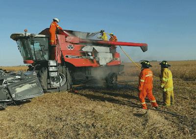 Máquina cosechadora se prendió fuego en Monte Buey