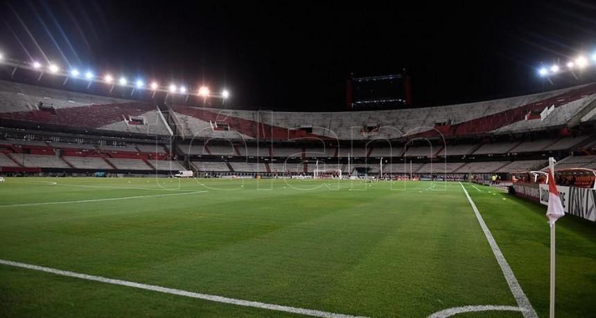 El fútbol argentino definirá el miércoles si suspende la actividad