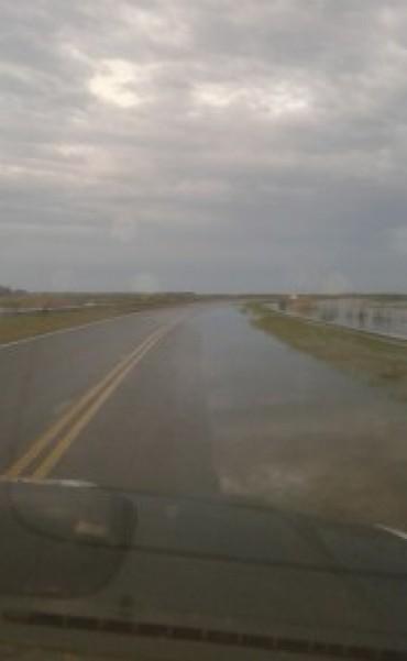 PRECAUCION: La ruta 12 cerca de Cavanagh está con agua nuevamente