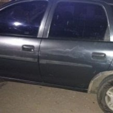 Una familia se pegó el susto de su vida al volcar en Autopista