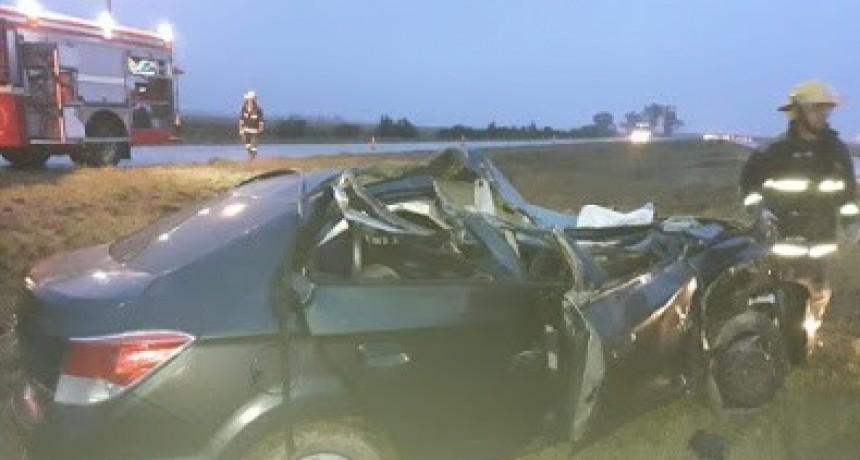 LEONES: ACCIDENTE EN LA AUTOPISTA ENTRE AUTO Y CAMION