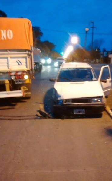 De película: Maniató a un empleado, robo plata, moto y auto, chocó un camión y quiso escapar…