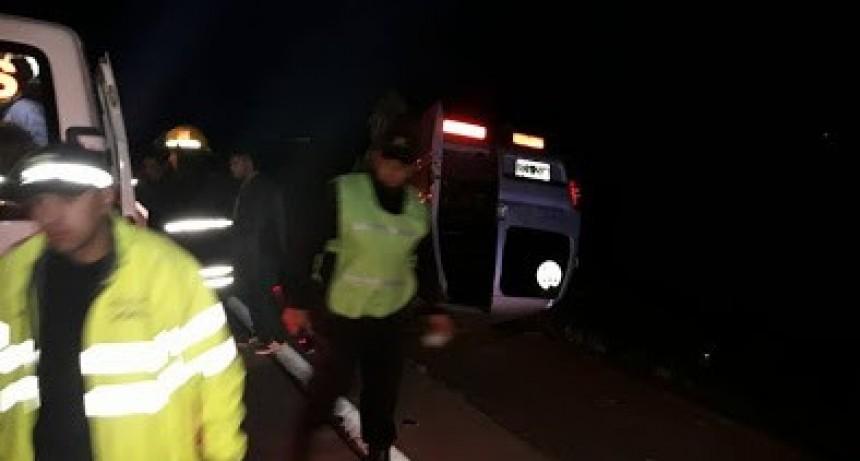 Tortugas: Volcó un utilitario con 5 obreros que viajaban a la localidad de Armstrong