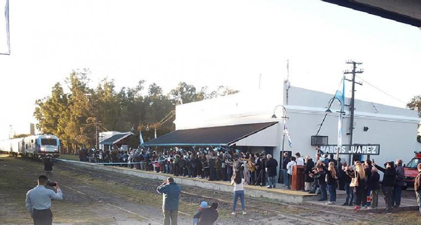 Desde que el tren pasa por Marcos Juàrez se registraron 400 viajes en los primeros 15 días y por semana viajan más de 100 personas