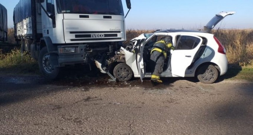 Accidente sobre ruta 9: Choque frontal de un automóvil contra un camión
