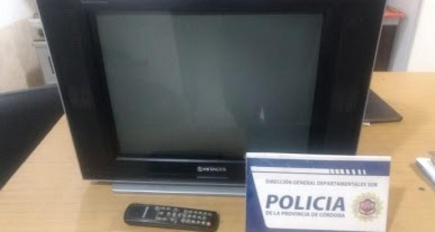 Un vecino le robó el TV a otro en Laborde