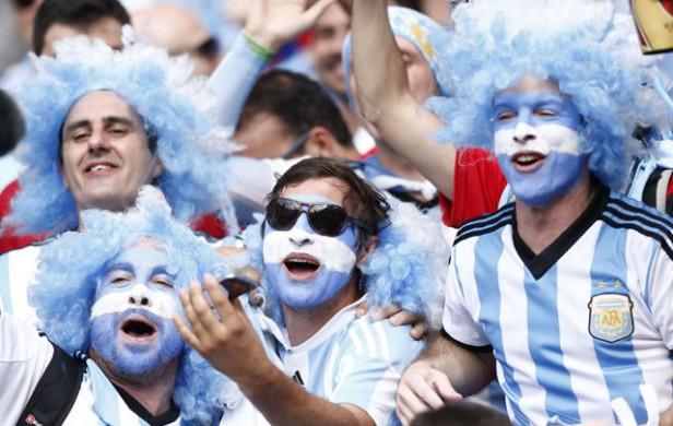 Con o sin entradas, miles de argentinos van a Chile