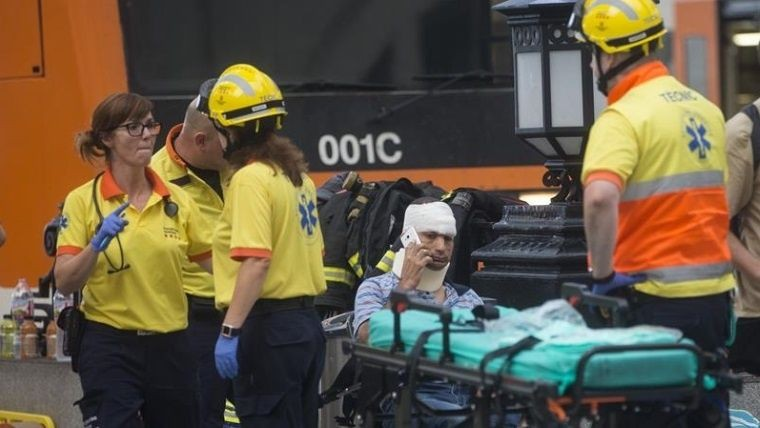 Impresionante accidente de tren deja 54 heridos en Barcelona