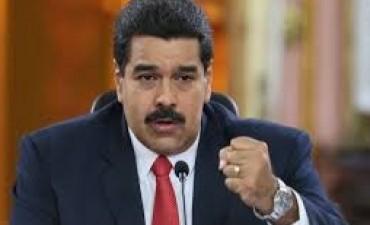 Papelón de Maduro: fue a votar y la máquina no lo reconoció