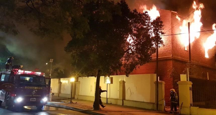 Incendio en ex edificio ferroviario: detienen a 4 personas que salieron corriendo del lugar