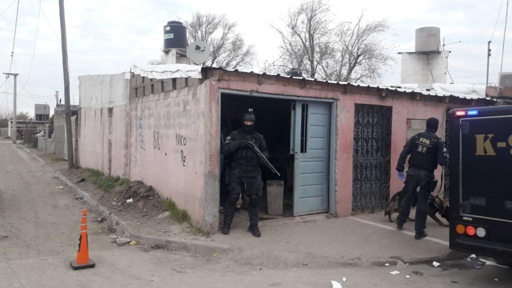 INTENTARON DESCARTARSE DE LA DROGA Y QUEDARON DETEDIDAS POR LA FPA