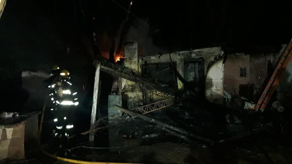 Importante incendio en el campo del Sr Jorge Buffa en la zona rural de Isla Verde, 7 km al sur.