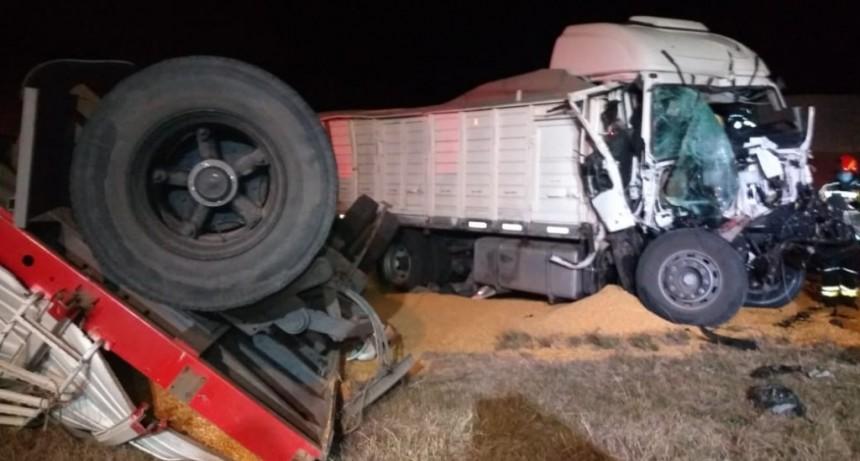 Leones: Accidente por alcance entre dos camiones