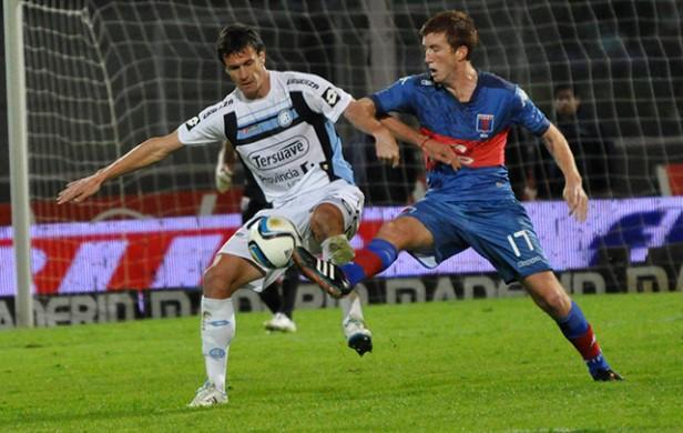 Belgrano venció a Tigre y sigue prendido en la punta