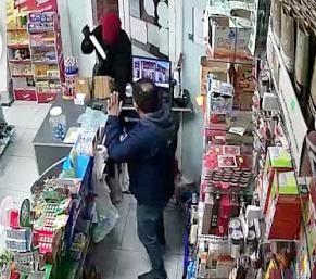 Asalto y robo en un kiosco de Leones que quedó registrado por las cámaras