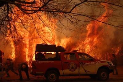Viviendas quemadas y 150 evacuados en el peor incendio de los últimos años
