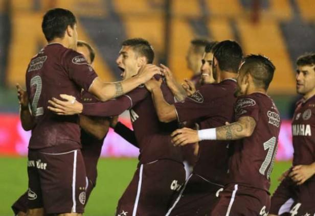 Lanús eliminó por penales a Vélez y avanzó a semifinales
