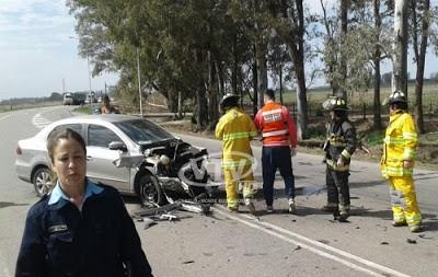 COLISIONAN AUTO Y CAMIÓN EN EL ACCESO A MONTE BUEY