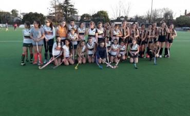 Las chicas de hockey del club Sportivo Isla Verde viajaron a Buenos Aires
