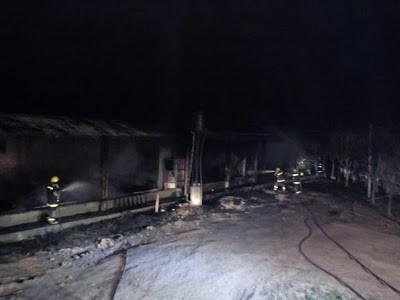 LEONES: Se quemó un galpón utilizado como paridera de cerdo en zona rural