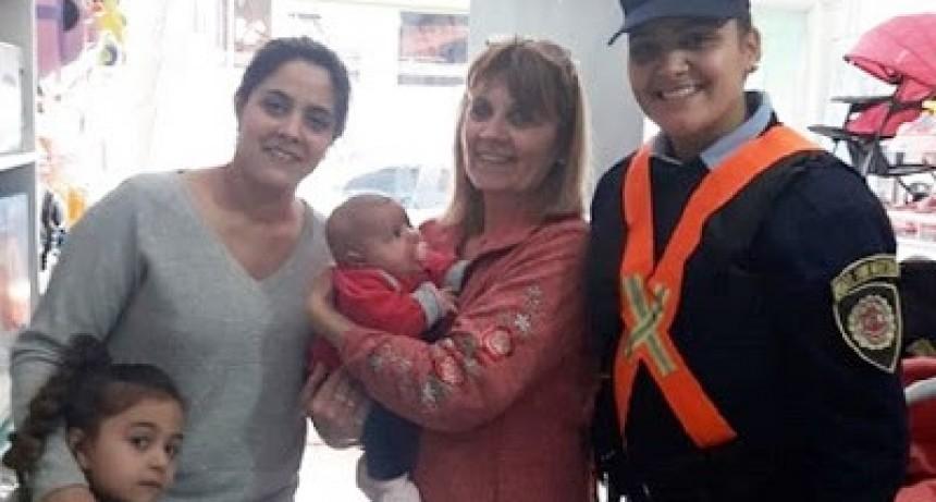 Villa María: una policía salvó la vida de una beba que se estaba ahogando