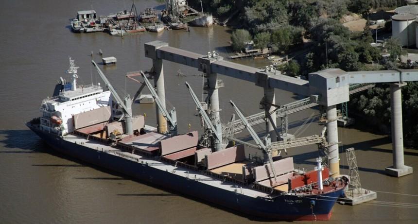 Trabajadores portuarios cesan actividades hasta la medianoche de este lunes