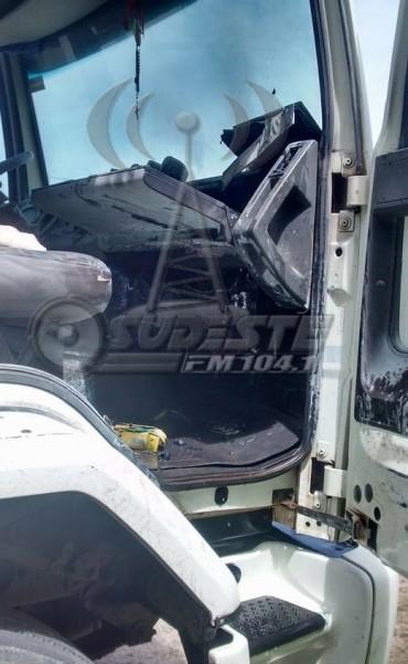 Incendio en la cabina un camión en ruta 9 frente al Parque Industrial de General Roca