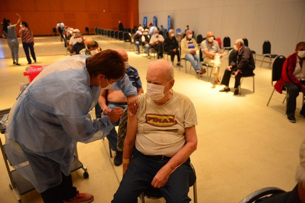 En Córdoba hay 131 mil mayores de 50 años en condiciones de recibir la tercera dosis